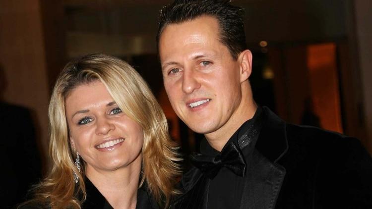 Schumacher junto a su esposa, Corinna