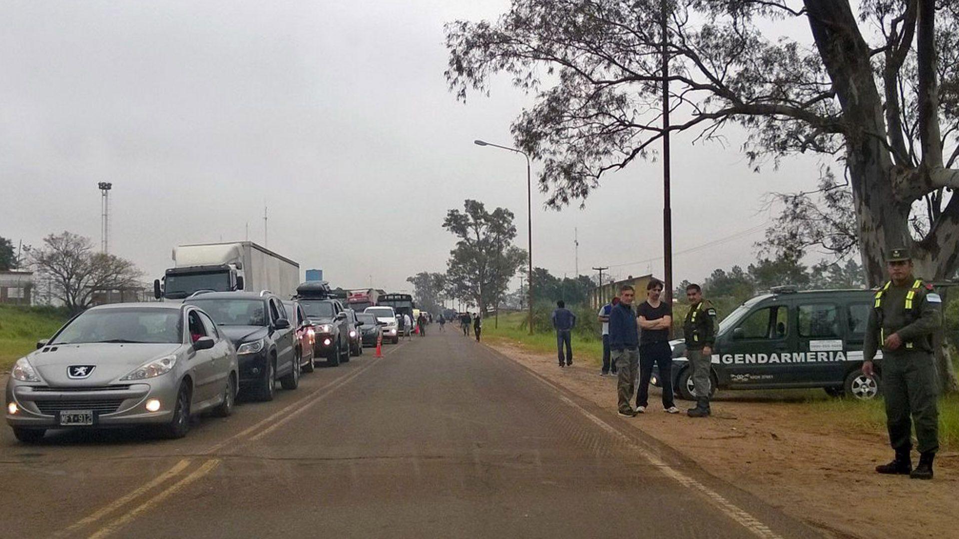 Largas filas se solían ver pre pandemia en el paso de Uruguaiana, en la frontera entre Argentina y Brasil (NA)