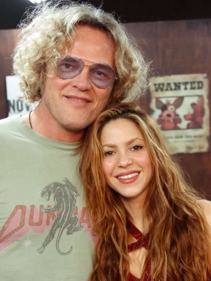 Shakira with the designer of the garment, Peter Dundas (Photo: Instagram @Shakira)