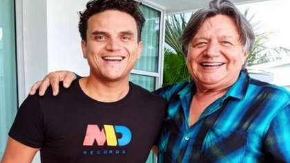 Silvestre Dangond junto a su padre William Dangond.