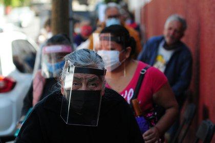 Après avoir annoncé l'atteinte de l'objectif de vaccination au CDMX, plusieurs personnes âgées ont continué à fréquenter les centres de vaccination (Photo: Daniel Augusto /quartcuro.com)