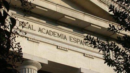 La Real Academia Española defiende su postura ante ciertos neologismos