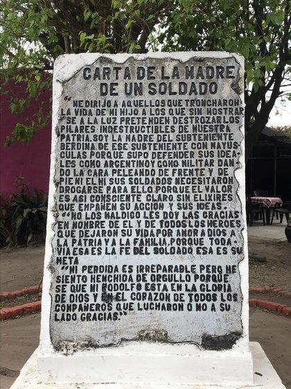 la carta que su madre escribió, en la plaza del pueblo tucumano que lleva el nombre del Subteniente Berdina