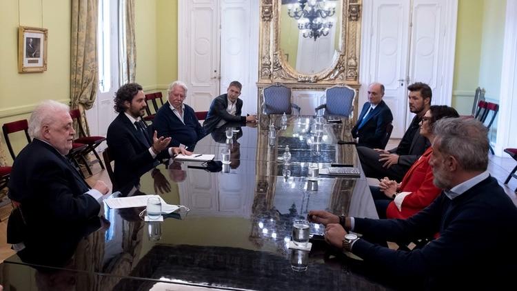 Adrián Suar y Marcelo Tinelli, durante la reunión con los miembros del gabinete gubernamental en la Casa Rosada