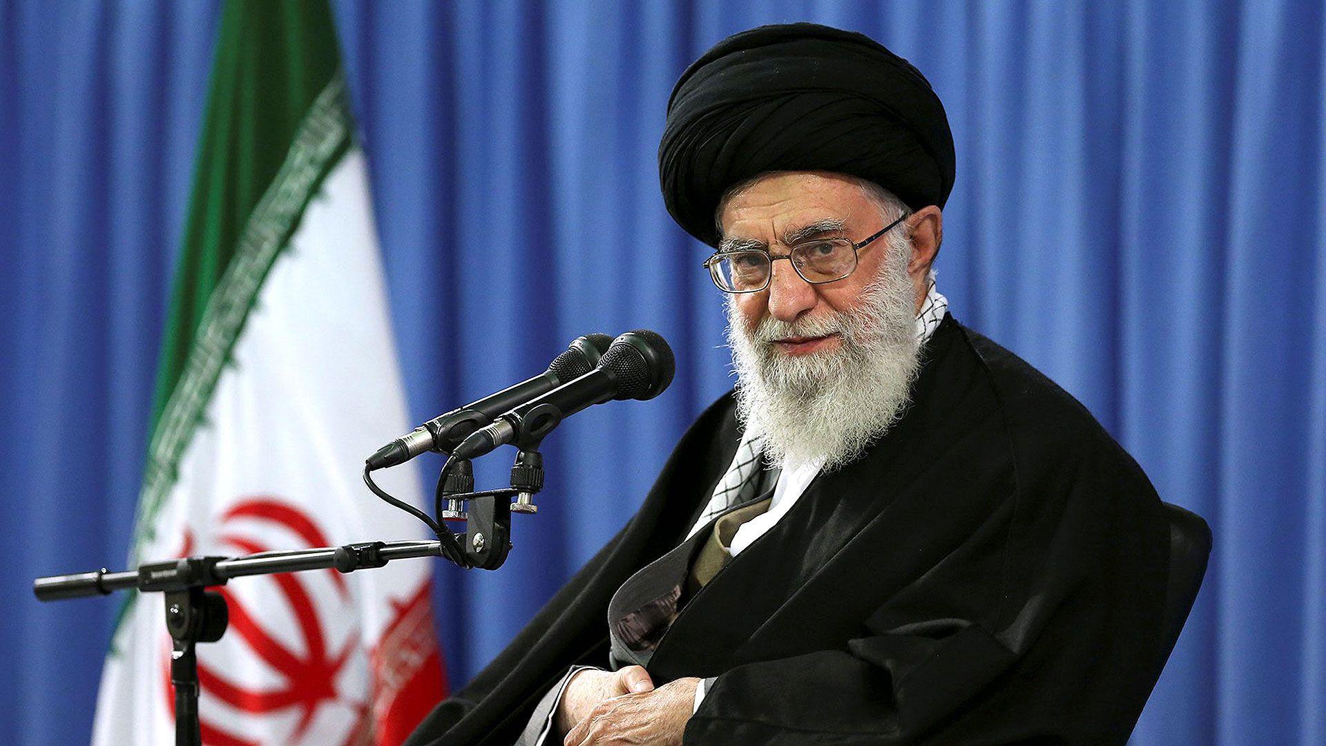 El Ayatollah Alí Khamenei en una foto de archivo. El clérigo iraní deberá evaluar muy bien los pasos a seguir luego de la muerte de Qassem Soleimani. Cualquier movimiento en falso podría ser fatal para el régimen