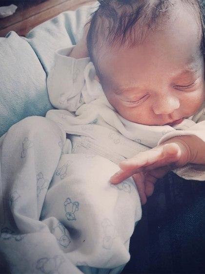Junto a esta tierna foto Luli explicó por qué le puso Indalecio a su hijo. (Foto: Instagram)