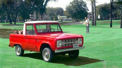 La primera generación del Bronco, de 1966. Es un ícono como el Mustang y la Serie F.