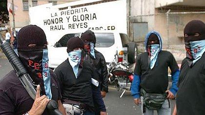 Desde sus locales en los barrios y urbanzaciones de todo Venezuela, los colectivos chavistas  mantienen el control político y regentean robos y la venta de droga