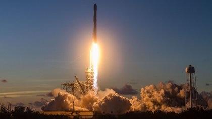 El Falcon 9 transportó el satélite Echostar 105/SES-11 desde Florida, Estados Unidos