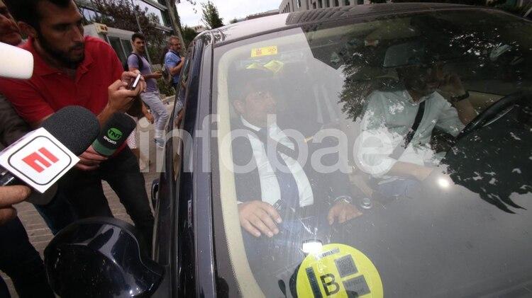 Angelici, en el momento en el que dejó las oficinas de La Liga (Foto: Facundo Pechervsky)
