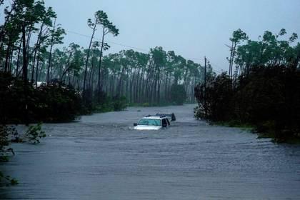El hospital principal de la isla y el aeropuerto quedaron devastados tras las fuertes inundaciones, informaron las autoridades (Foto: AP/ Ramon Espinosa)