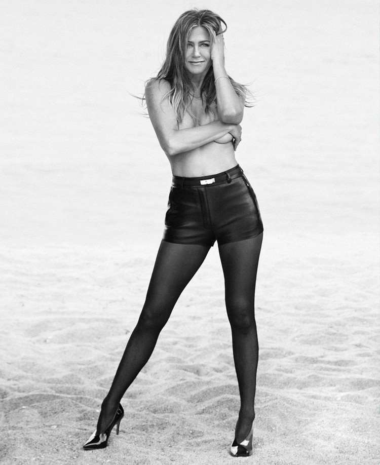 "El reciente topless de Aniston en ""Harper´s Bazaar"""