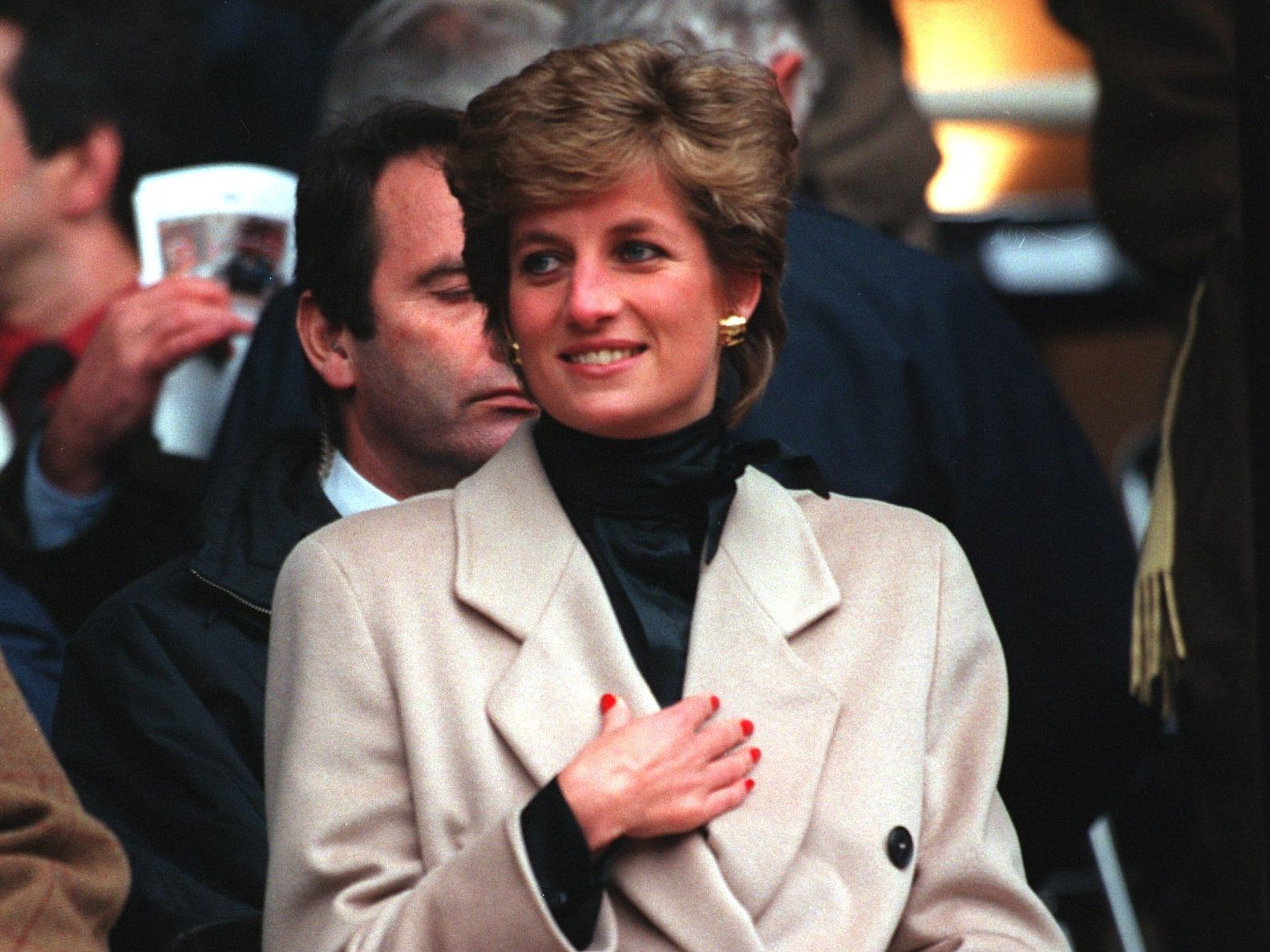 21/01/1995 THE PRINCESS OF WALES WATCHES THE WELSH RUGBY UNION TEAM DURING THEIR FIRST FIVE NATIONS MATCH OF THE SEASON AGAINST FRANCE AT PARC DES PRINCES IN PARIS. POLITICA EUROPA ESPAÑA SOCIEDAD PASCAL RONDEAU