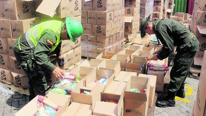 Unas 400 toneladas de cajas de alimentos en mal estado fueron incautados en Cartagena