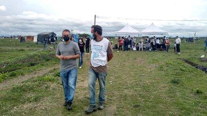 """Andrés """"Cuervo"""" Larroque, en el predio de 100 hectáreas en el partido de Presidente Perón"""
