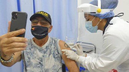 William Dau, alcalde de Cartagena, ya recibió la vacuna contra el covid-19