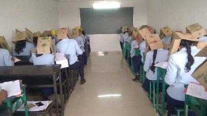 El director asegura que los estudiantes no fueron forzados a utilizarlas