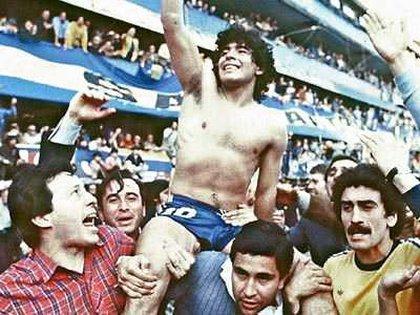 Maradona, campeón con Boca en el Metropolitano 1981