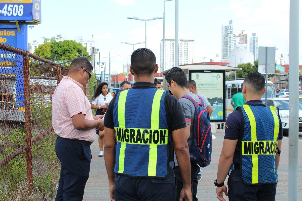 Autoridades de migración de Panamá.