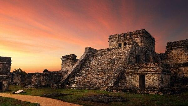 Imponentes canchas de golf hasta las históricas ruinas mayas son algunos de los sitios para visitar (Getty)