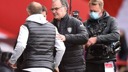 Soccer Football - Premier League - Sheffield United v Leeds United - Bramall Lane, Sheffield, Britain - September 27, 2020 Sheffield United's Chris Wilder and Leeds United manager Marcelo Bielsa after the match Pool via REUTERS/Oli Scarff EDITORIAL USE ONLY. No use with unauthorized audio, video, data, fixture lists, club/league logos or 'live' services. Online in-match use limited to 75 images, no video emulation. No use in betting, games or single club /league/player publications.  Please contact your account representative for further details.
