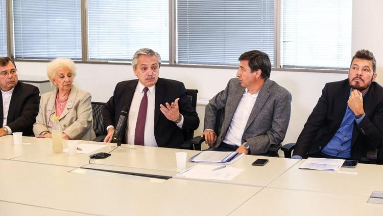 Una de las postales de la reunión de Alberto Fernández junto a los integrantes del consejo contra el hambre.