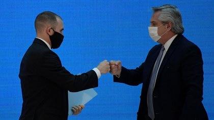 El Presidente y su ministro de Economía, en el acto de anuncio de la aceptación del canje por parte del 93% de los bonistas en forma directa y 99% al ejecutarse la cláusula de acción colectiva (Reuters)