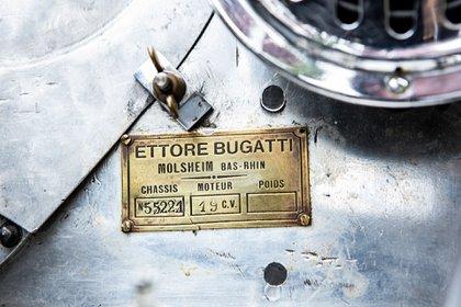 Ettore Bugatti fue uno de los creadores de la marca que tanto éxito tiene con sus autos antiguos (Bugatti)