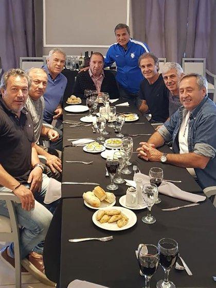 Bilardo comiendo con los campeones del 86 en su última aparición pública en 2018