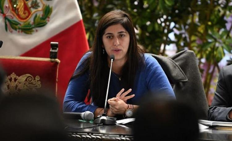 Quién es María Antonieta Alva Luperdi, la joven nueva ministra de ...