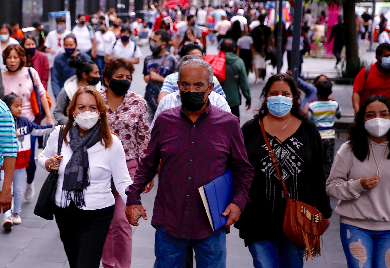 El funcionario sostuvo que si se hubiera usado el cubrebocas como un instrumento para protegerse de manera colectiva, habría mejores resultados en el país (EFE/Carlos Ramírez)