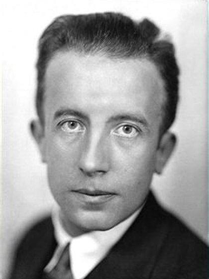 El poeta Paul Éluard (1895-1952)