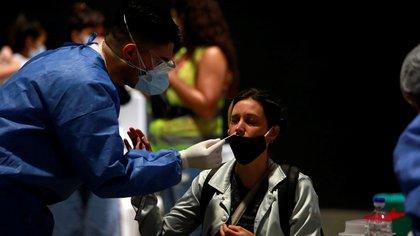 Otro récord de casos de coronavirus: confirmaron 27.001 nuevos contagios en las últimas 24 horas