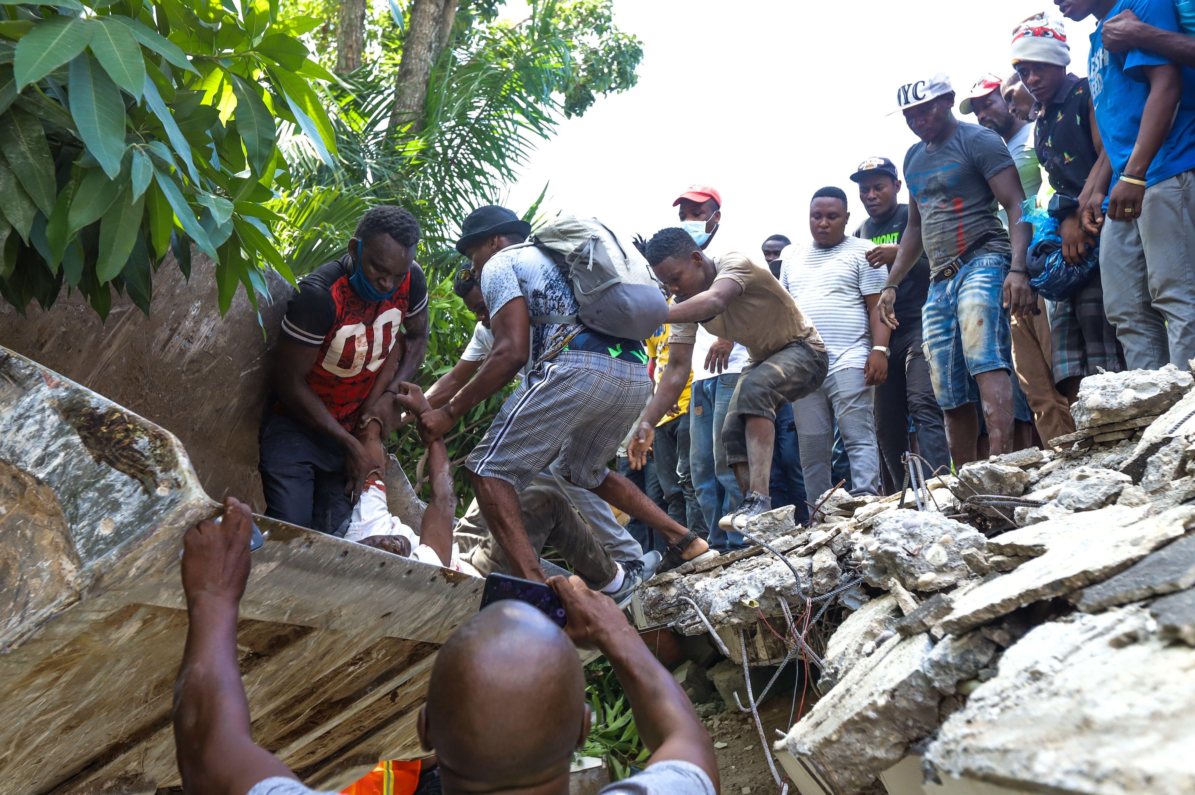 Aun se desconoce la magnitud real del sismo de ayer. Las autoridades temen cientos de victimas más