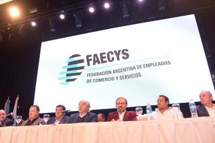 Cavalieri y dirigentes de su sindicato, durante el lanzamiento del Instituto de Inteligencia Artificial