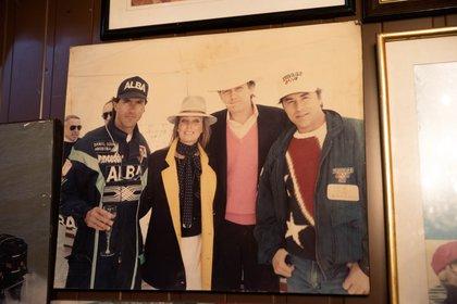 Daniel Scioli, Bo Derek, Donald Trump y Don Johnson, durante una carrera organizada por el magnate, semanas antes del accidente