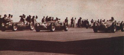 Largada en Silverstone en 1950. Trío de Alfa Romeo. De izquierda a derecha: Juan Manuel Fangio, Luigi Fagioli y Giuseppe Farina.