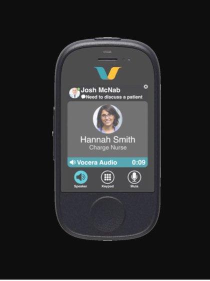 Vocera Smart Badge busca facilitar las comunicaciones entre el personal médico