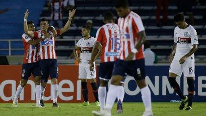 Junior le ganó a San Lorenzo y aún sueña con terminar en el tercer puesto del grupo, que brinda una clasificación a la Copa Sudamericana (AP)