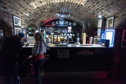 The Cavern cambió varias veces de dueño, fue cerrado y reabierto y finalmente parte demolido. Reconstruido finalmente, con parte de los ladrillos originales, es una de las grandes atracciones turísticas de Liverpool. Hoy lucha para sobrevivir durante la pandemia (Tang/Shutterstock)