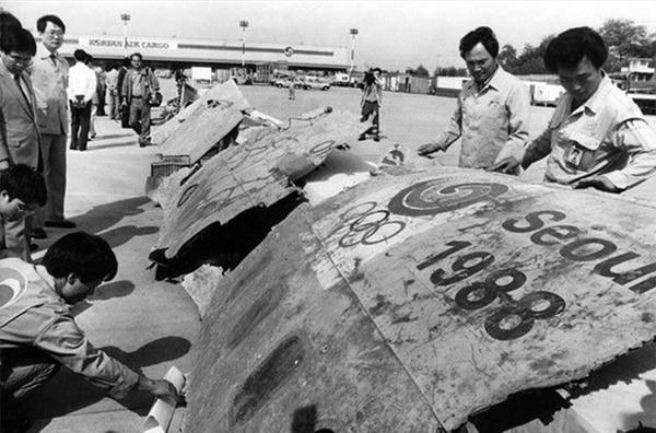 Los restos del vuelo Korean Air 858 que fueron rescatados del Mar de Andamán y trasladados a Seúl