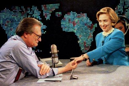 Junto a Hillary Clinton (REUTERS)