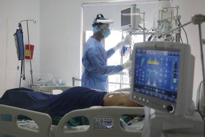 El mundo alcanzó los 39.8 millones de infectados y 1.1 millones de fallecidos por COVID-19, tras 10 meses desde su irrupción (EFE/Ernesto Guzman Jr./Archivo)