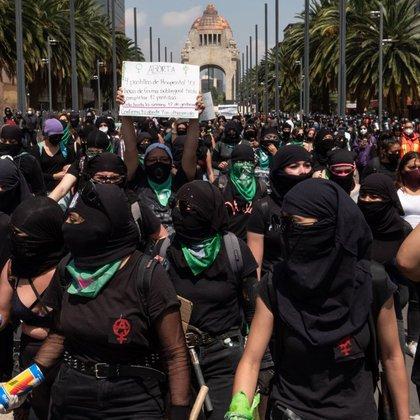 Colectivas feministas marcharon como apoyo a las mujeres de Veracruz y de los estados dónde se ha negado por mayoría de votación de legisladores el acceso al aborto legal, seguro y gratuito (Foto: Cuartoscuro)