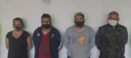 La banda 'Los Vengadores' estaba formada por tres hombres y una mujer, dos de ellos de nacionalidad venezolana.  Se dedicaron a la trata de personas en el sur de Bogotá.  Foto: Captura Caracol Noticias.