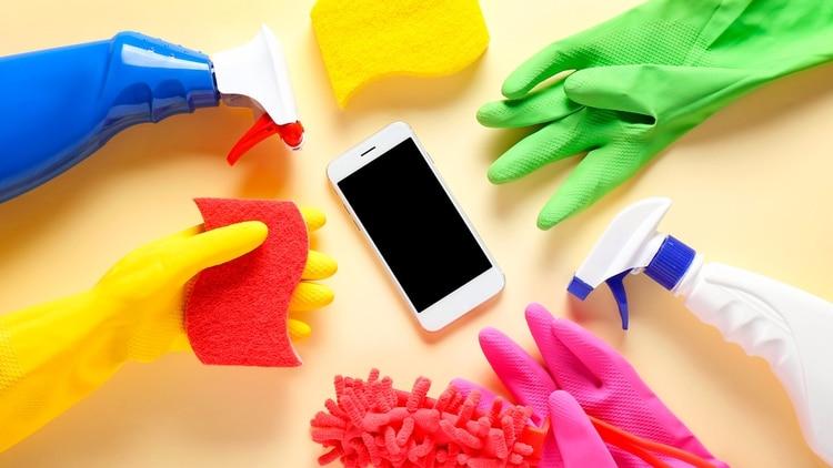 Hay distintas formas de limpiar el teléfono y su estuche protector. (Foto: Shutterstock)