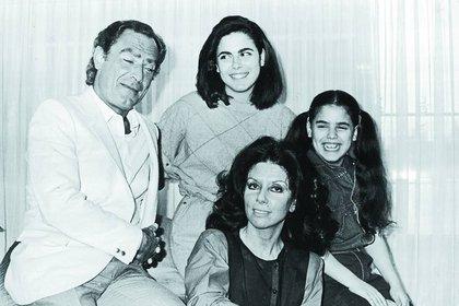 Marina y su familia a los ocho