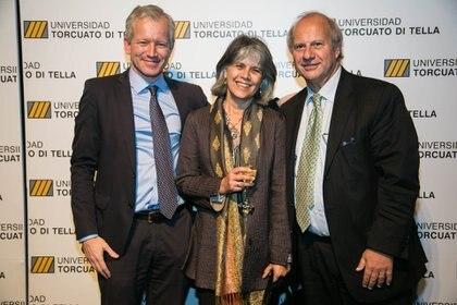 Gerardo della Paolera y señora recibidos por el anfitrión