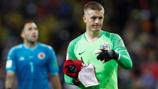 Pickford siempre tuvo la botella entre sus manos antes de la tanda de penales ante Colombia