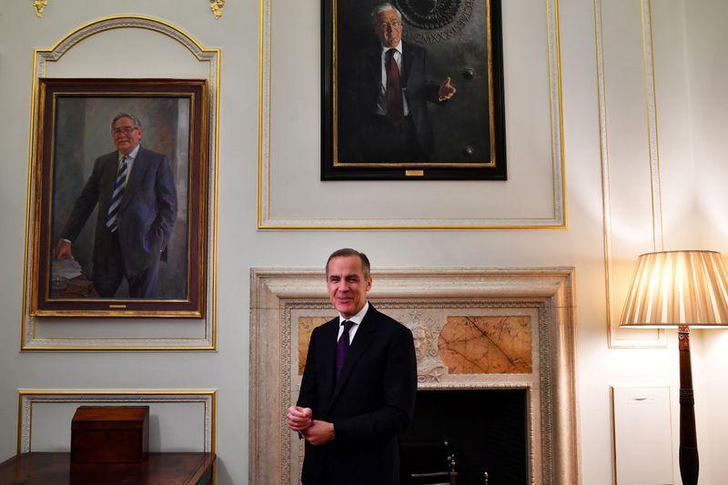 El gobernador del Banco de Inglaterra, Mark Carney, posa durante una entrevista con Reuters en Londres, Reino Unido, 13 febrero 2020. REUTERS/Dylan Martinez